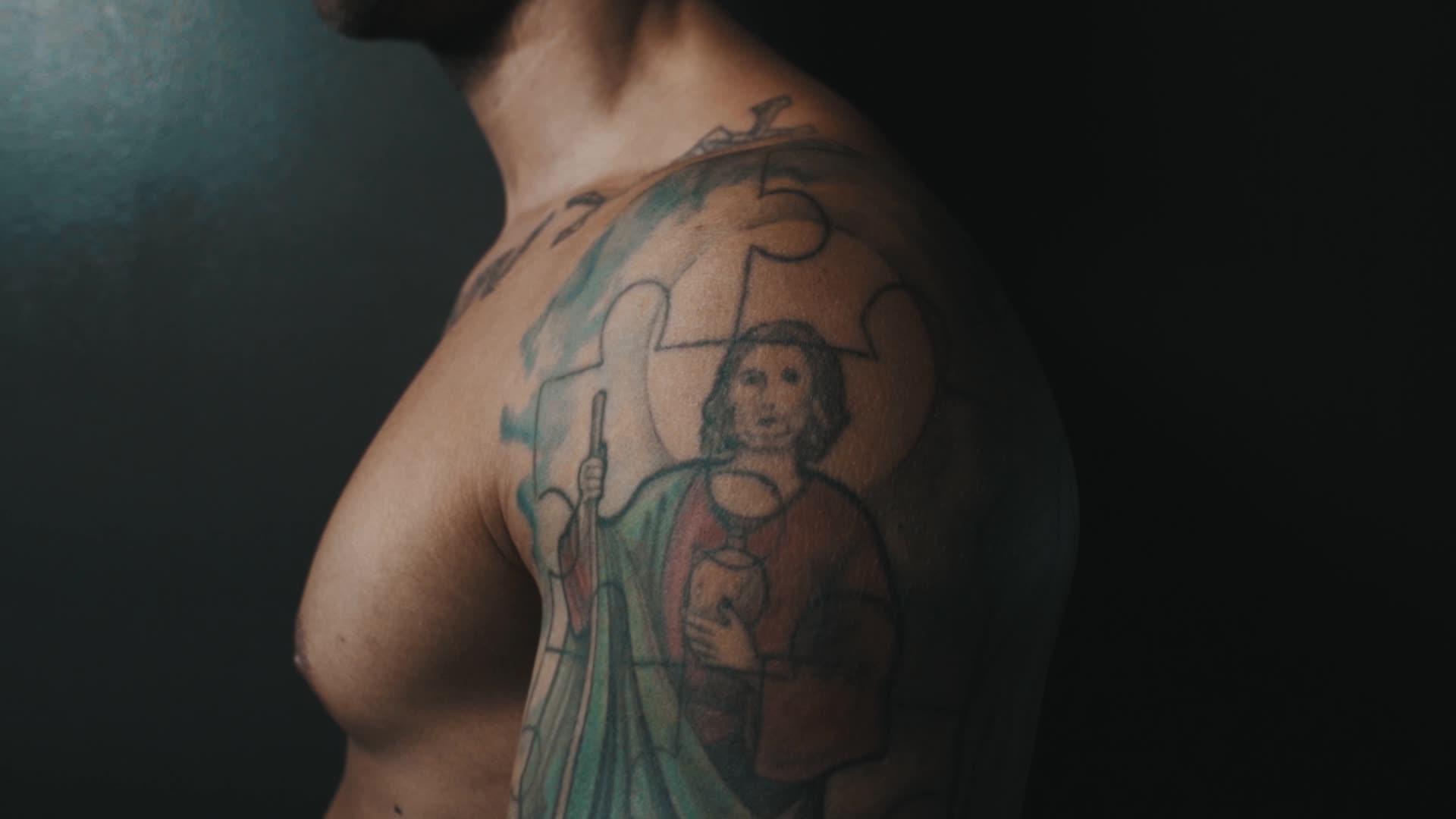 VOESLAUER_Tattoos_Fabian_YT_MASTER_1141